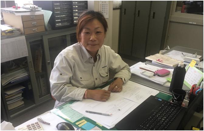 片桐ユミさん、会社事務所にて