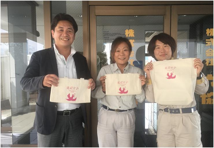 ユミさん、河西社長と同僚と一緒に